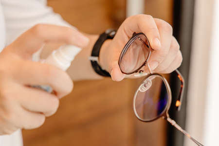 Eyeglass cleaner, hand spray cleaning glasses for clear vision and remove Sweat stains, oily stains and fingerprints.