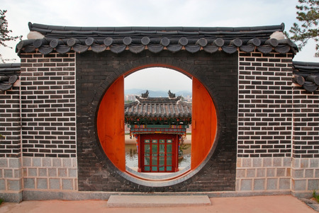 main gate: Traditional house looks over a traditional house door