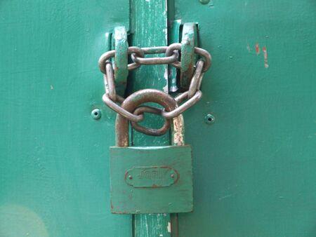 hinged: hinged lock