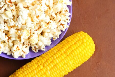 snacking: Popcorn ans sweetcorn