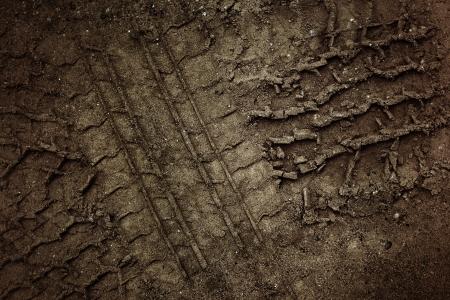 Rad-Spuren auf dem Boden.
