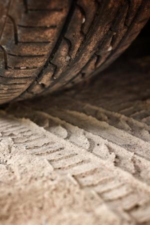 Wiel tracks op de grond. Stockfoto