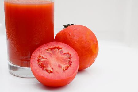 Tomatensaft isoliert