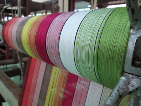 Weaving thread for the textile industry