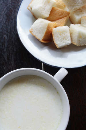 vacas lecheras: La leche fresca con pan