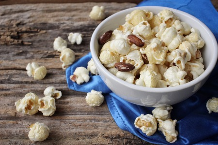 popcorn bowls: Popcorn with almond