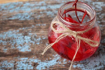 in syrup: Las cerezas en almíbar