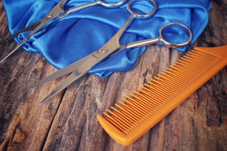 hair cutting: Hair cutting shears and comb