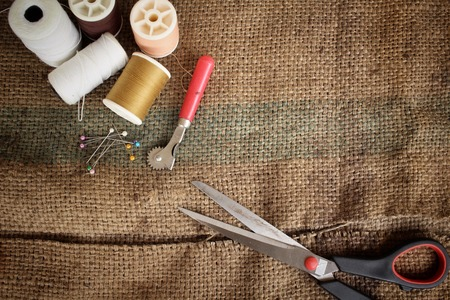 sackcloth: Scissors thread with sackcloth