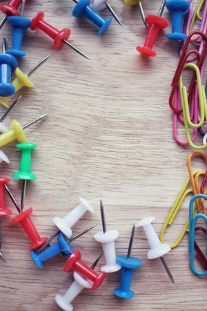 push in pins: Set of push pins and paper clips