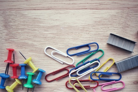 push in pins: Set of push pins with paper clips and staples Stock Photo