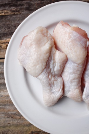 raw chicken: Raw chicken wings