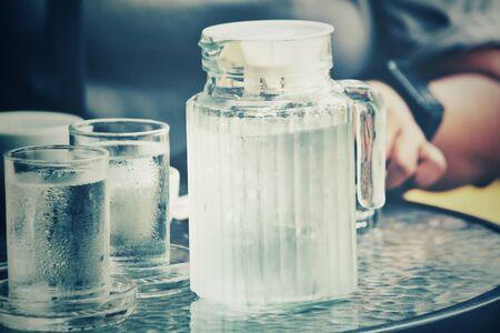 bebiendo agua: Beber agua