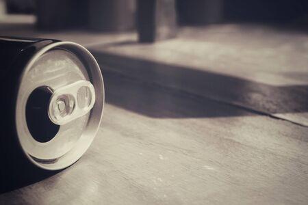 aluminum: Aluminum can