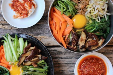 Bibimbap with kimchi korean food Standard-Bild