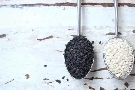 white sesame seeds: Black and white sesame seeds