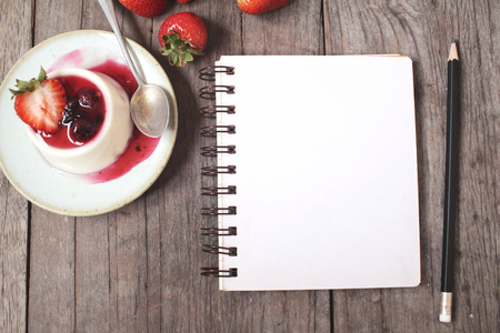 cotta: Panna cotta with blank notepad