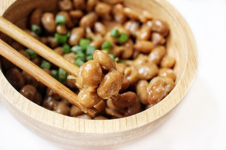 Natto Japans eten geïsoleerd