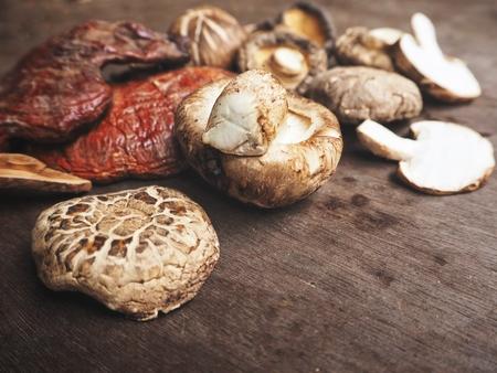 Ganoderma Lucidum with shiitake mushrooms