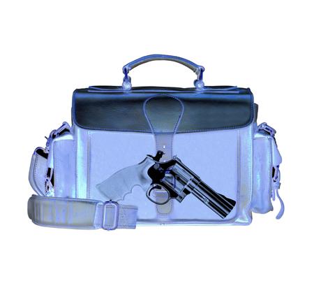 Radiografía de exploración detecta arma en criminales maletín