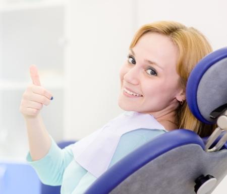 denti: ni�a en la cl�nica dental