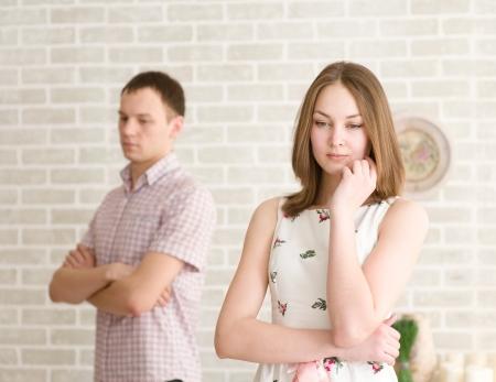 pareja discutiendo: Conflicto entre hombre y mujer