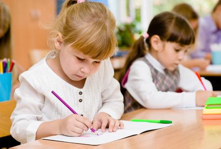 escuela primaria: Alumnos de las escuelas primarias durante el examen