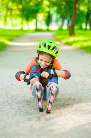 Girl examines the wound falling on rollers.
