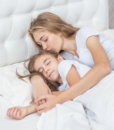 Mother daughter nude sleeping — photo 1