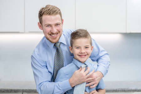 Smiling father helps his son to put his tie. Imagens - 155155213