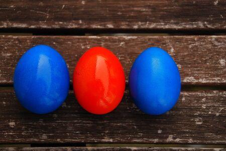 Easter eggs on wooden table Blue and Orange Standard-Bild