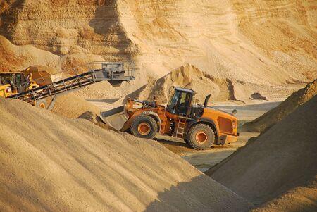 gravel: Work in gravel pit