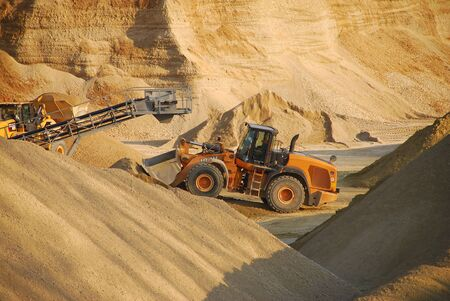 gravel pit: Work in gravel pit