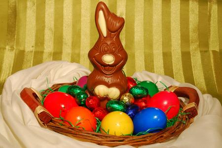 Easter basket with Tulle Standard-Bild