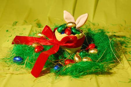 Easter bunny behind Easter Standard-Bild