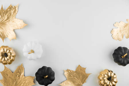 Autumn composition. Frame made of autumn golden leaves and decorative pumpkins on white background. Flat lay, top view, copy space Banque d'images