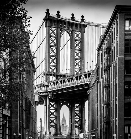 ブルックリンからマンハッタン橋の古典的なショットで私の試み. 雲とヘイズは、エンパイアステートビルを素晴らしく明確に得ることを困難にしま