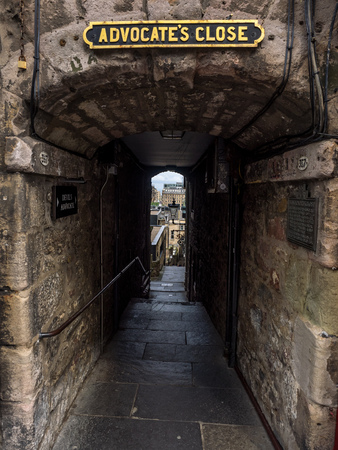 The ancient passageway from the Royal Mile to Princes Street. 版權商用圖片