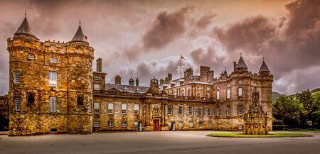 Historic Edinburgh -Palace of Holyroodhouse Sajtókép