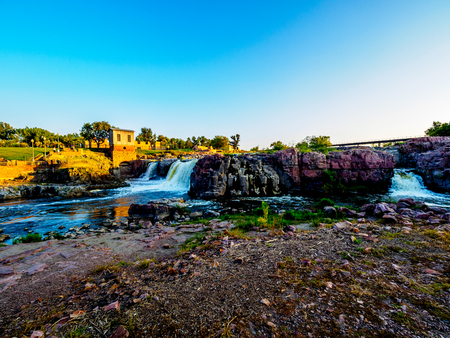 Die Wasserfälle, die der Stadt ihren Namen geben - Sioux Falls, South Dakota.