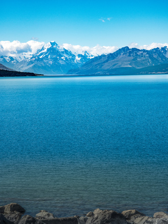 Lake Pukaki is in the South Island of New Zealand, near to the Mount Cook / Aoraki  National Park.. Banco de Imagens