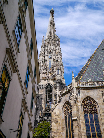 St. Stephen's Cathedral in the center of Vienna, Austria Banque d'images - 102249875