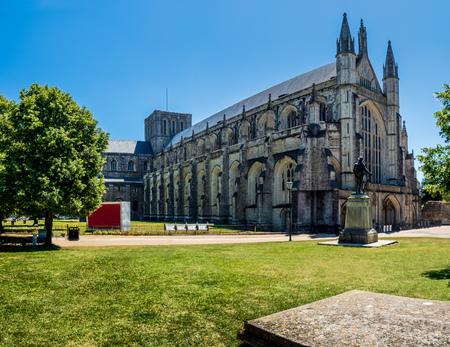 Winchester Cathedral in Hampshire, England.  One of the largest cathedrals in Europe and the greatest overall length of any gothic cathedral in Europe. Standard-Bild