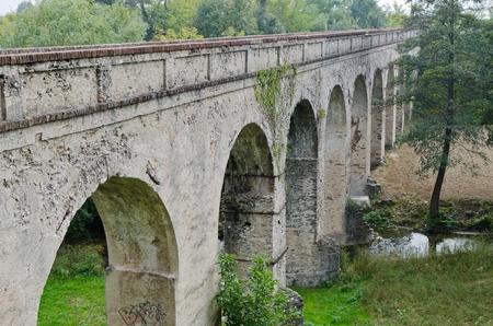 Eighteenth-century aqueduct bridge pedestrian, Busca  CN   Imagens