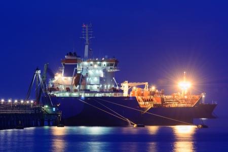 unloading: Oil tanker during unloading