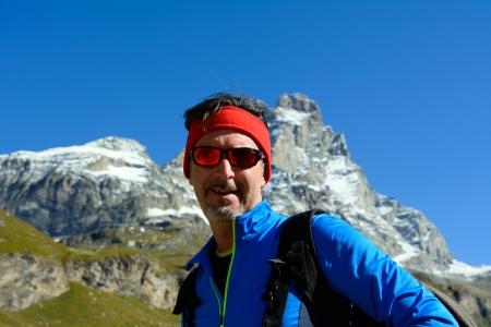 Wandern im Hochtal Matterhorn Standard-Bild