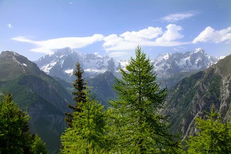 courmayeur: Mont Blanc y el valle de Courmayeur - Valle de Aosta Foto de archivo
