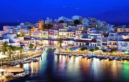 Agios Nikolaos Nikolaos.Agios is een schilderachtig stadje in het oostelijk deel van het eiland Kreta gebouwd aan de noordwest zijde van de rustige baai van Mirabello. Stockfoto
