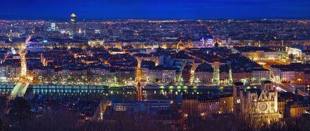 Stad van Lyon bij nacht