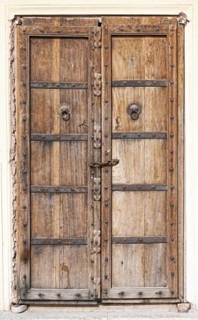 Oude houten deur. Rajasthan, India
